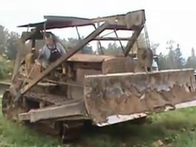 1937年产卡特彼勒推土机被发动工作
