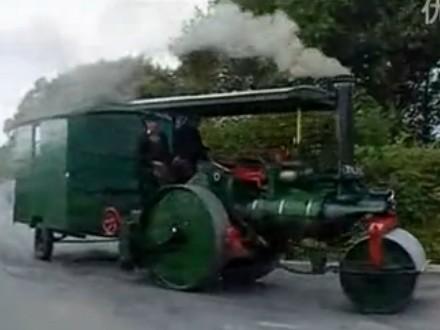 蒸汽动力压路机--蒸汽时代的古董